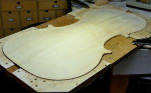 Buitenkant van de cello heeft de juiste vorm