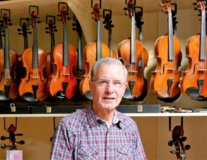 Vioolbouwer Sjef Vogelsangs