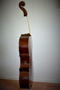 Cello gelakt zijaanzicht